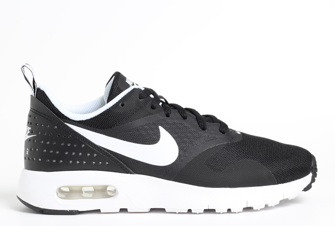 Nike Air Max Tavas Black / White